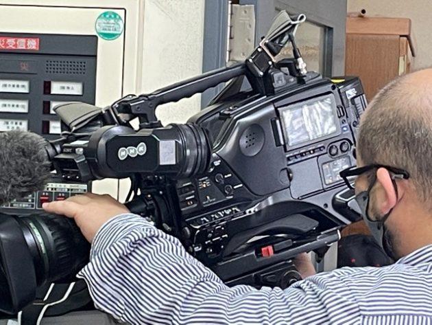 NHKの取材カメラ