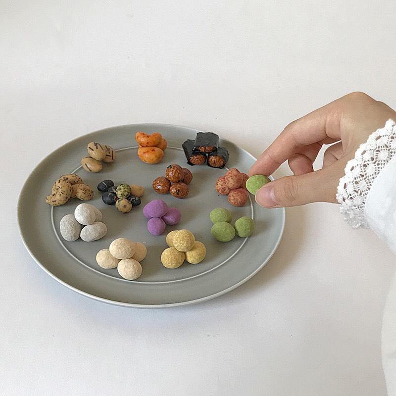 色々な豆菓子を食べる